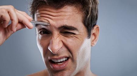 К чему чешется правая бровь у мужчины