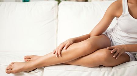 К чему чешется правая нога у женщин