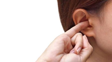 Зуд в правом ухе