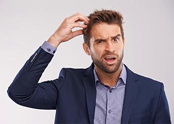 К чему чешется голова у мужчины