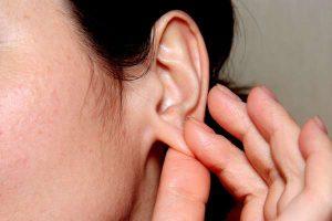 Чешется мочка уха у женщин