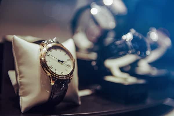 Почему нельзя дарить часы: откуда пошла примета?