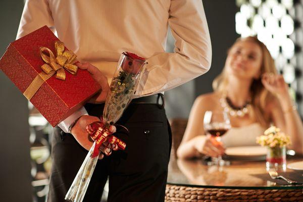 Романтические подарки любимой на 8 Марта