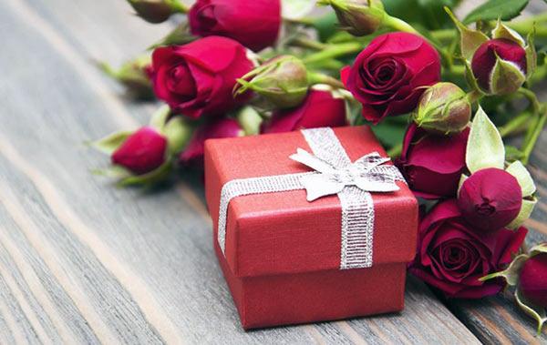 Практичные подарки учителю на 8 марта