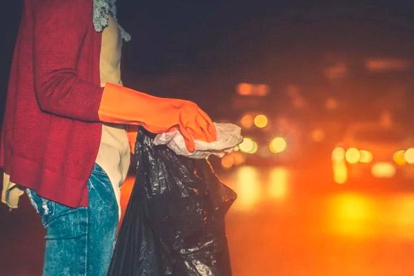 Почему нельзя поручить вынести мусорный пакет другому человеку