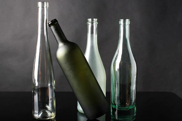 Стоит ли верить в примету и убирать бутылки под стол