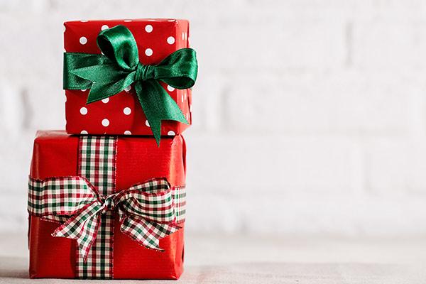 Подарки по интересам женщине на Новый год