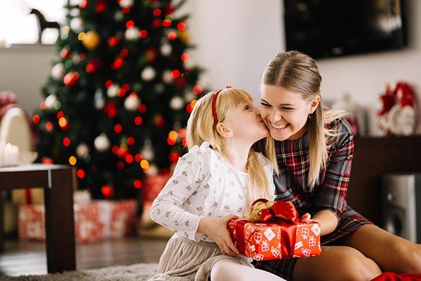 Что подарить маленькой сестре на Новый год