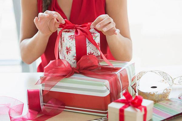 Подарок жене на Новый год: яркие впечатления и эмоции