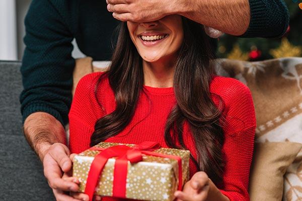 Полезный подарок жене на Новый год