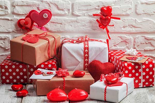 10 лучших подарков для девушки на 14 февраля
