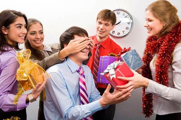 Индивидуальные подарки коллеге на Новый год