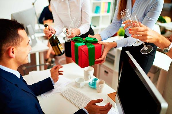 Особенные подарки коллеге на Новый год