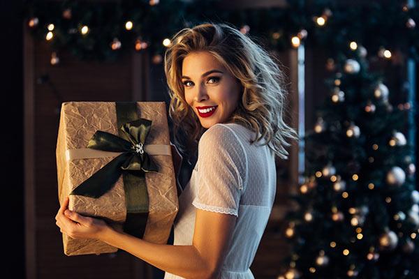 Практичные подарки девушке на Новый год