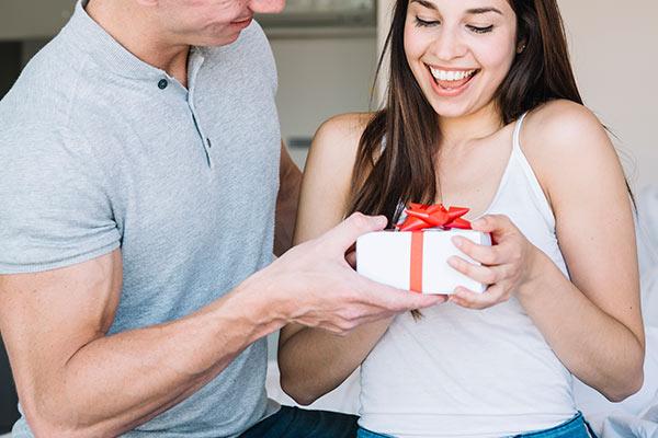 Романтичные подарки для девушки на 14 февраля