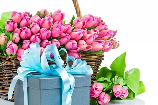Недорогие подарки девочкам 9, 10, 11 класса на 8 марта