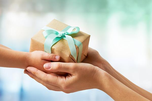 Подарок для маленькой крестницы на 8 марта