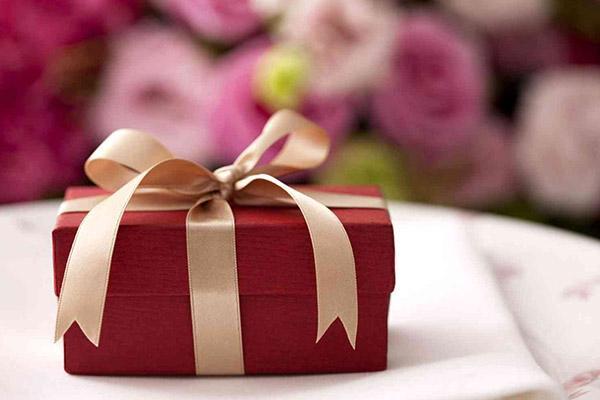 Подарок внучке–подростку на 8 марта