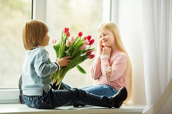 Цветы девочкам 1, 2, 3, 4 класса на 8 марта