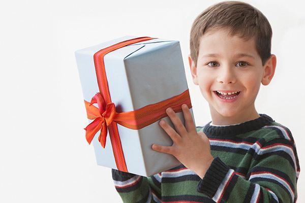Идеи, что подарить мальчику на 8 лет