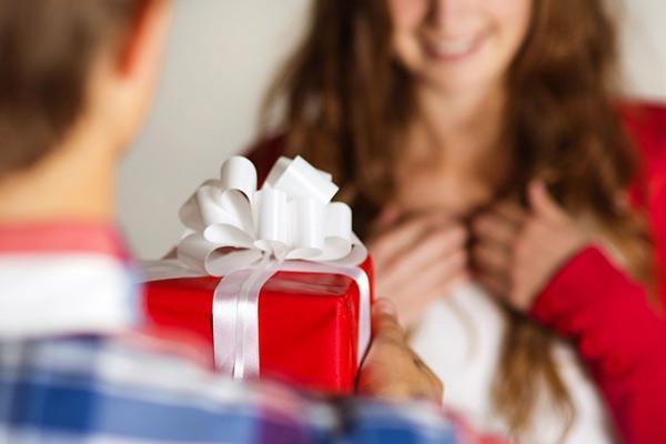Подарок девочке на 13 лет на день рождения