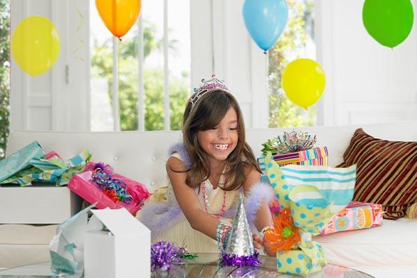 Современные подарки девочке на 12 лет