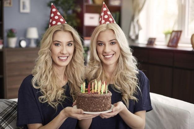 Главные критерии выбора подарка сестре на день рождения
