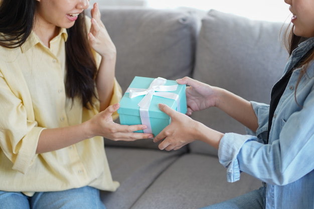 Необычные варианты подарков сестре на день рождения