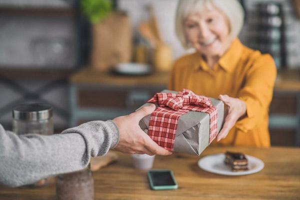 Подарок бабушке для увлечений и хобби