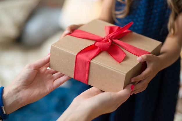 Варианты подарков девочке на день рождения